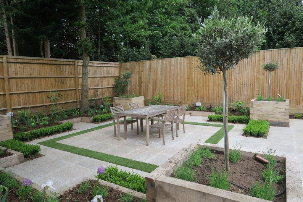 Small Contemporary Paved Garden | New Leaf Landscape Gardener
