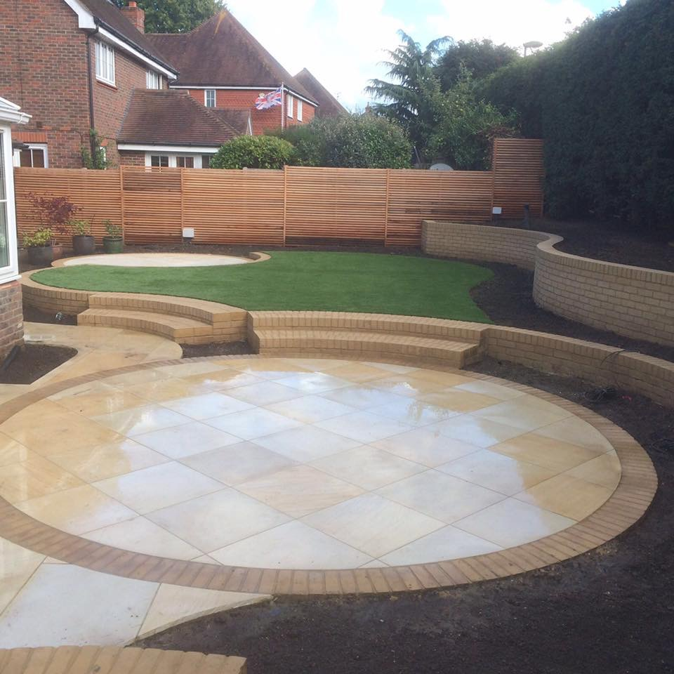 Raised Bed Retaining Wall: Curves, Circles & Sandstone